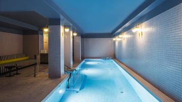 Hotel with a pool in Paris - Hotel du Rond Point des Champs Elysees